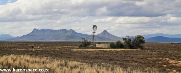 Karoo windpump, near Graaff-Reinet