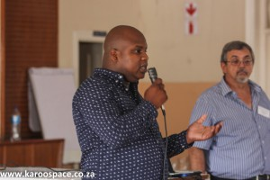 Local municipality councillor Mncedi Mali, with chairman David de Waal (right).