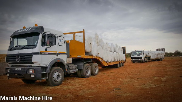 Tielman Marais of Marais Machine Hire is one of those that has donated time and diesel to transporting much-needed feed bales.