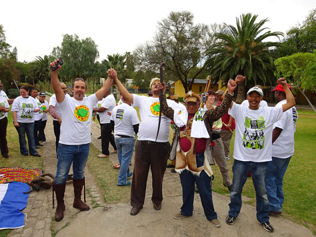 After the workshop, Karoo earth was mixed with Dutch earth, and anti-fracking t-shirts were swopped. Pic courtesy MilieuDefensie.