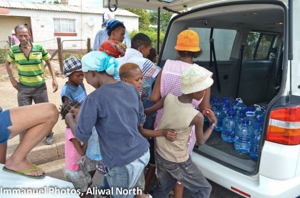 Water from Cradock was distributed in the dry Aliwal North townships.